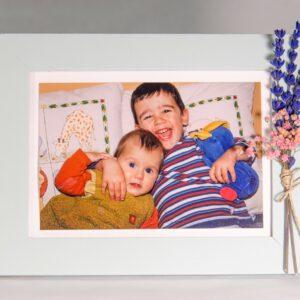 Marco de fotos con flores y lavanda preservada