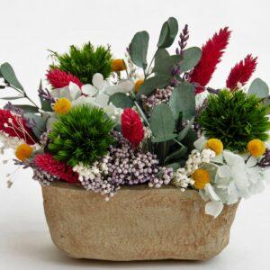 Centro textura piedra con flores preservadas