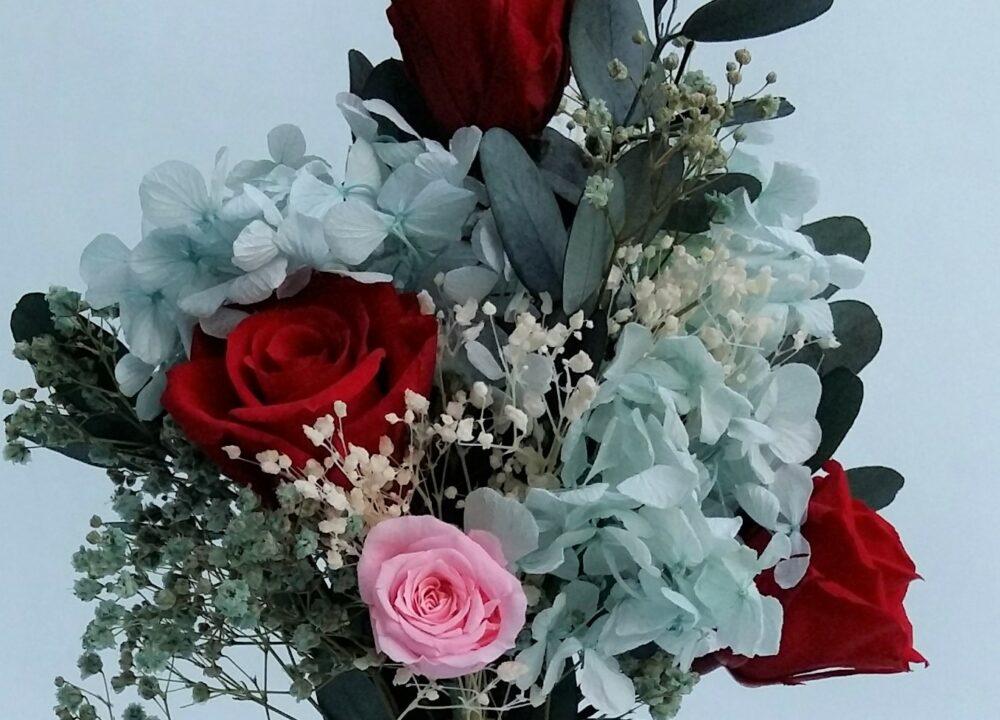hortensias preservadas y rosas preservadas de sempreviva