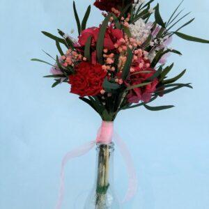 Ramo de claveles rojos. Flores preservadas para regalar