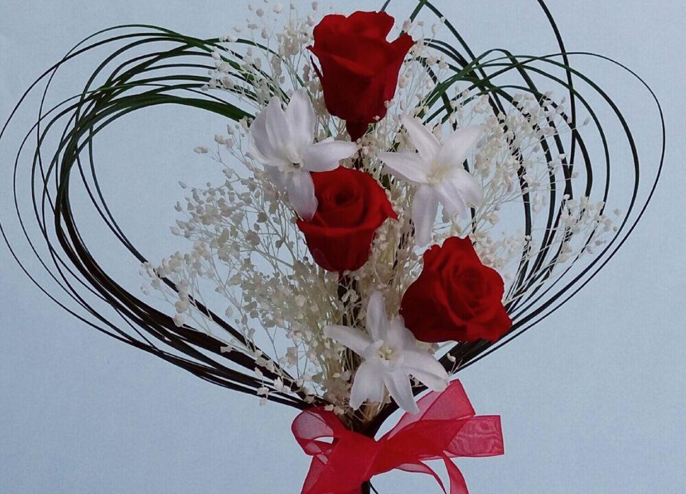 Ramo de flores preservadas con rosas rojas para regalar por San Valentín