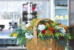 Decorar cafeteria con flores preservadas
