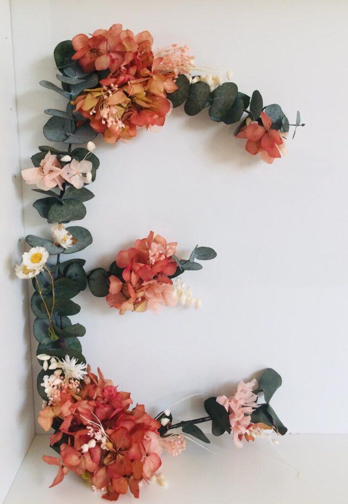 Letra E o cualquier letra del abecedario. Hechas con flores preservadas