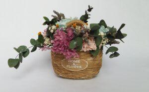 Cesto de flores preservadas