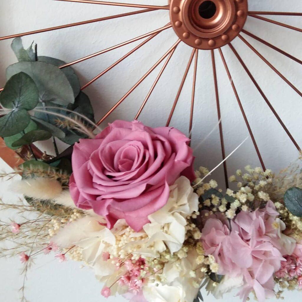 Detalle con flores preservadas. Terrassa. Sabadell. San Cugat