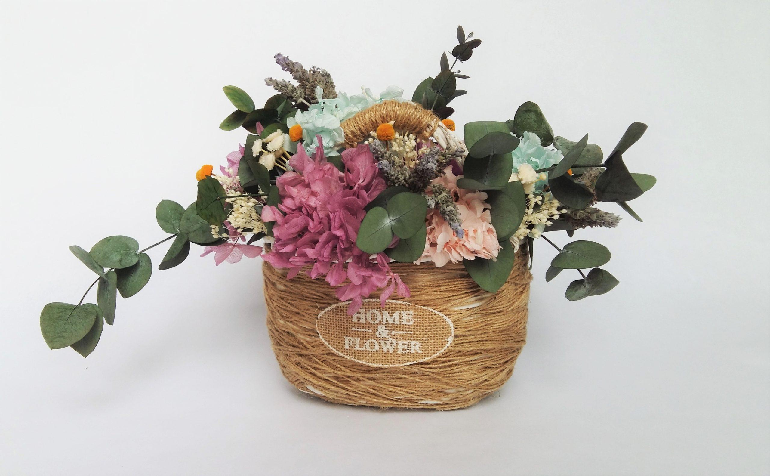 cesta de flores preservadas