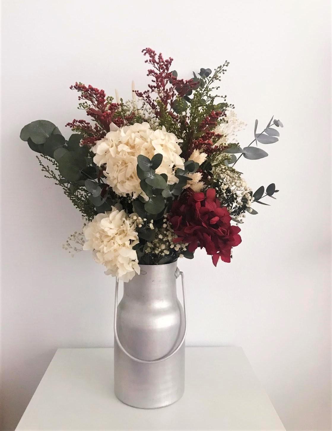 jarrón de flores preservadas
