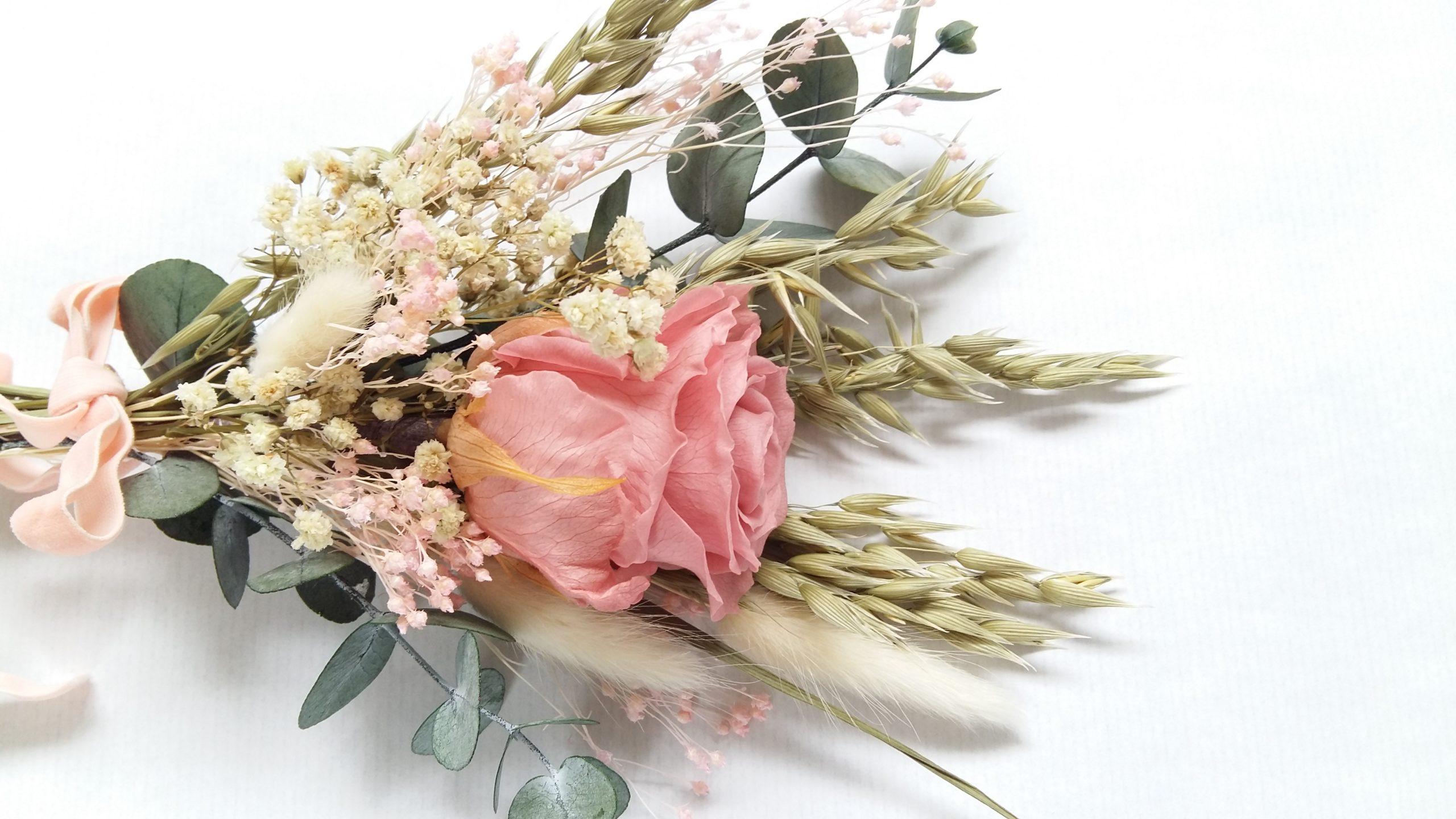 ramo con rosa preservada