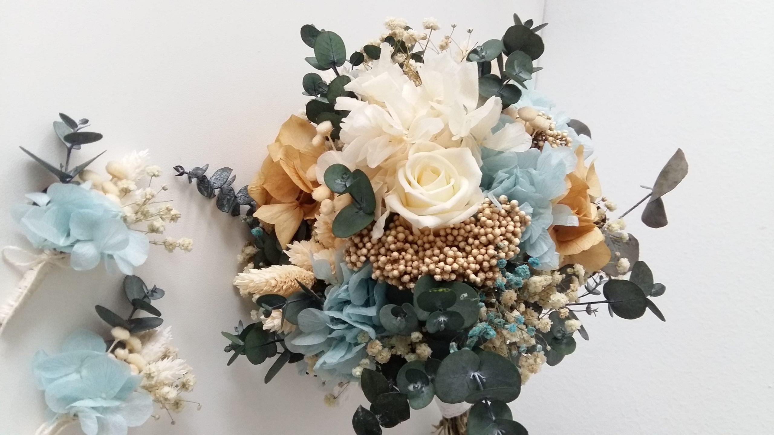 ram de núvia amb flors preservades