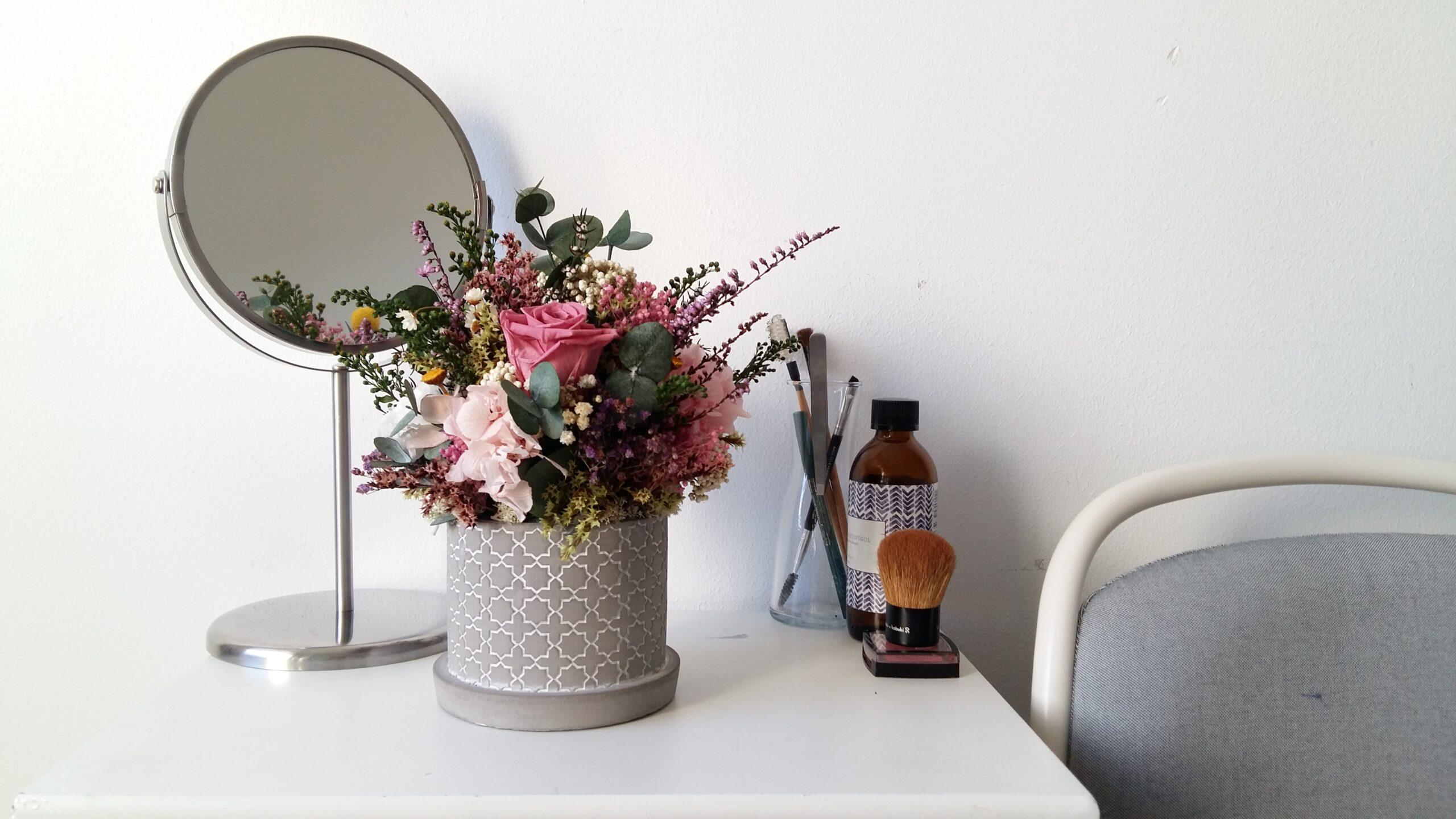 centro de flores preservadas