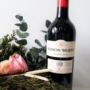 Botella de vino RamonBilbao Crianza 2016. D.O. Rioja