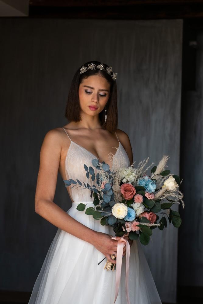 Ramo de novia con rosas y eucalipto
